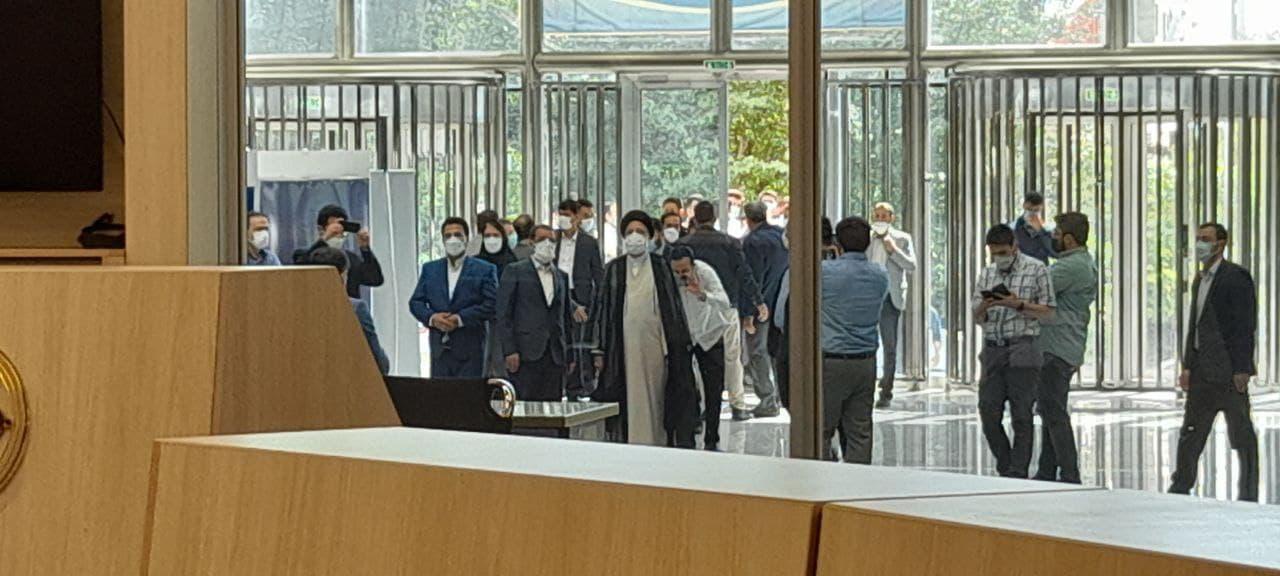 فوری/ ورود رییسی به تالار بورس سعادت آباد